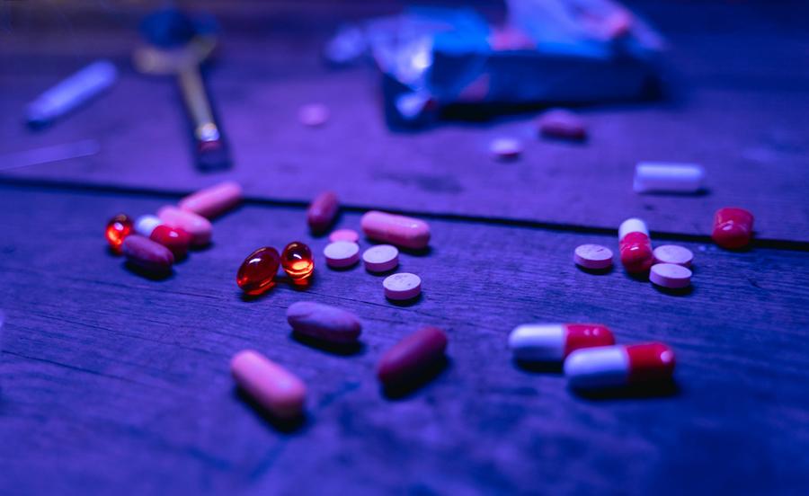 Spotykanie się z kimś z historią uzależnienia od narkotyków